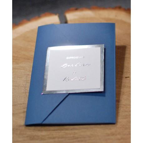 Złocone zaproszenie w folderze