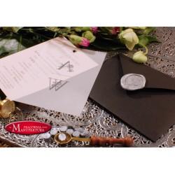 zaproszenie w pudrowym różu z pergaminem