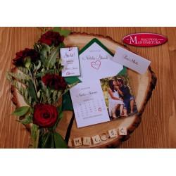 Zaproszenie ślubne z sercem geometrycznym i kwiatami